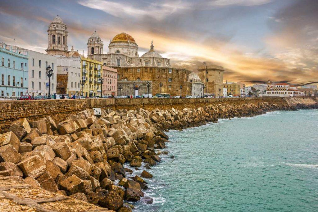 Catedral y vistas del Malecon Cádiz